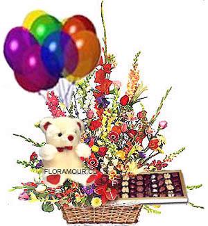 Flores recien nacido con globos peluche y bombones